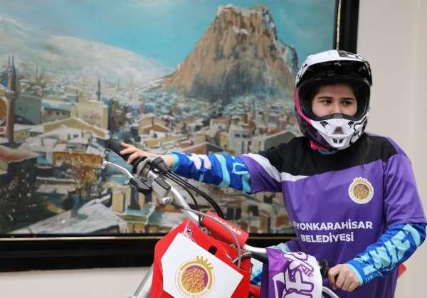 Dünya Motokros Şampiyonasında Türkiyeyi temsil edecek ilk kadın sporcu Irmak Yıldırım, Afyonda kampa girdi