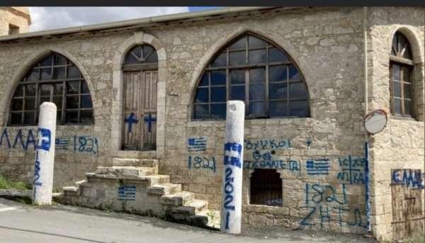 GKRYde bir Türk camisine ırkçı saldırı düzenlendi