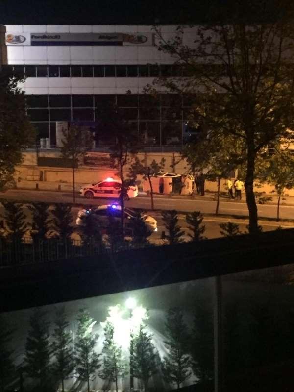 Sancaktepe'de korkutan kaza Polis aracı yan yattı
