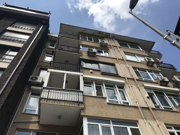Kadıköy'de intihara teşebbüs anı kamerada