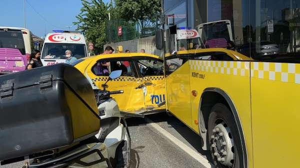 İstanbulda feci kaza: Taksi önce İETT otobüsüne sonra direğe çarptı