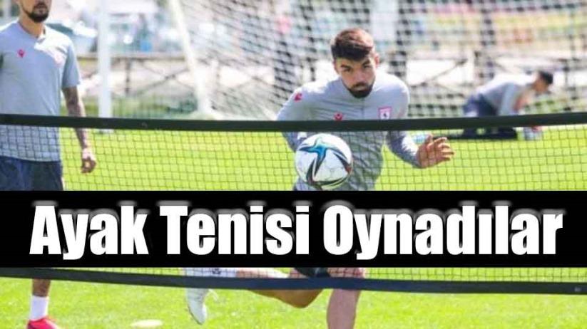 Ayak Tenisi Oynadılar