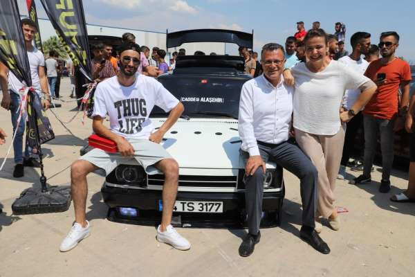 Modifiye araç tutkunları Alaşehirde buluştu