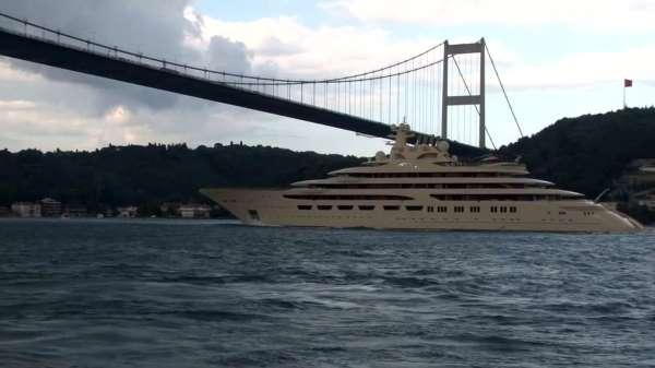 Dünyanın en büyük süper yatlarından Dilbar İstanbul Boğazından geçti