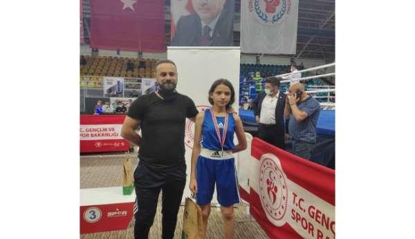 Türkiye Üst Minikler Boks Şampiyonasında Sezen Sude Karaboğa ikinci oldu