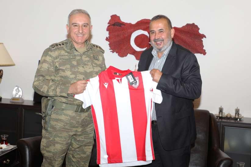 Garnizon Komutanı ve Başsavcıya Samsunspor forması