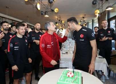 Milliler, Ozan Kabak'ın doğum gününü kutladı