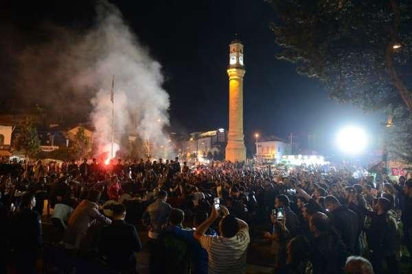 Yeni Çorumspor'un 2 lige yükselmesi kentte büyük sevince neden oldu