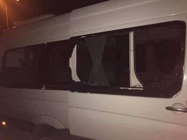 Rize deplasmanı dönüşü Trabzonspor taraftarını taşıyan konvoya taşlı saldırı