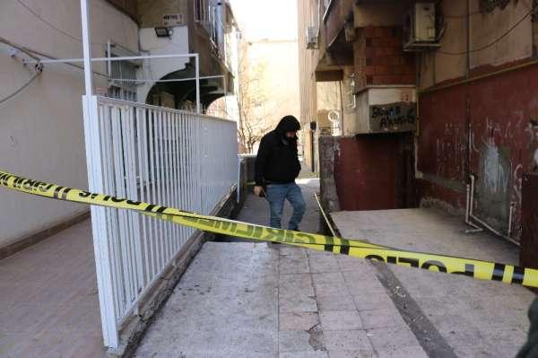 Diyarbakırda kuyumcu ve berbere silahlı saldırı: 2 yaralı