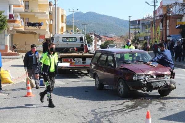 Kontrolsüz kavşakta kaza: 2 yaralı