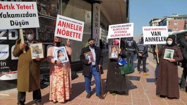 Van anneleri terör örgütünün elindeki evlatları için yürüdü