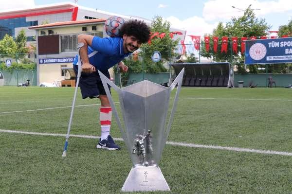 Ayağını kaybetti ama futbol tutkusundan vazgeçmedi