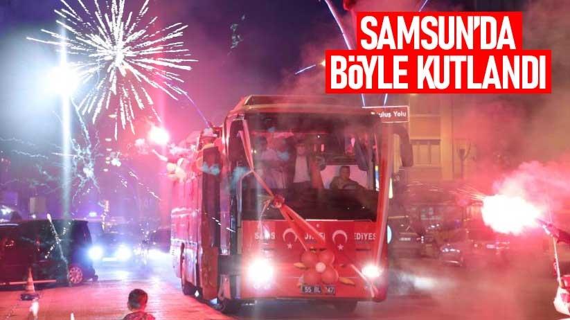 Samsunda 25 Mayısın 102. yılında konvoy ve havai fişek gösterisi