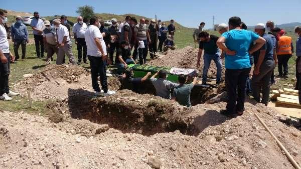 Kazada ölen babaanne ile 2 torunu yan yana toprağa verildi