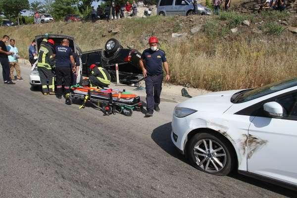 Manisada zincirleme trafik kazası: 1i çocuk 3 yaralı