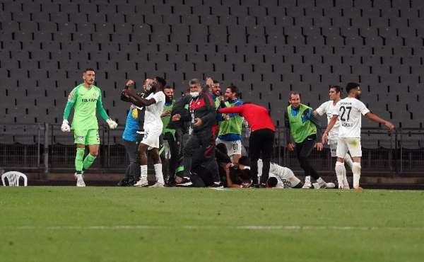 Süper Lige çıkan Altay kupasını kaldırdı