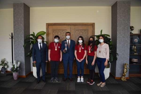 Türkiye Okullar Arası Zeka Oyunları şampiyonu Denizliden