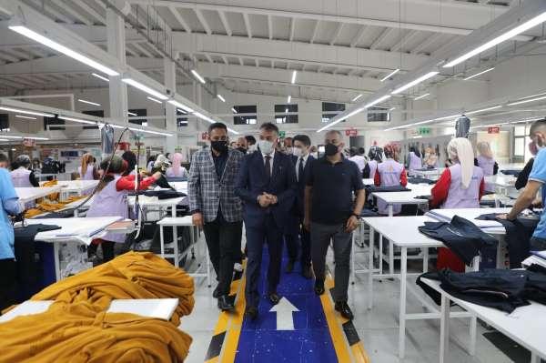 Vali Oktay Çağatay, Nur Yapı Tekstili ziyaret etti