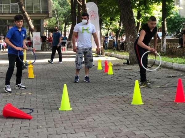 Manisa'nın 3 ilçesinde çocuklar spor parkurunda eğlendi