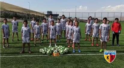 Minik futbolculardan Kayserispor'a destek