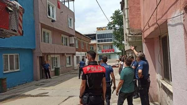 (Özel Haber) Bursa'da çatılarda gezen bıçaklı şahıs, mahalleye kabusu yaşattı