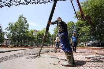 Yenilenen spor alanlarına 904 metreküp beton döküldü