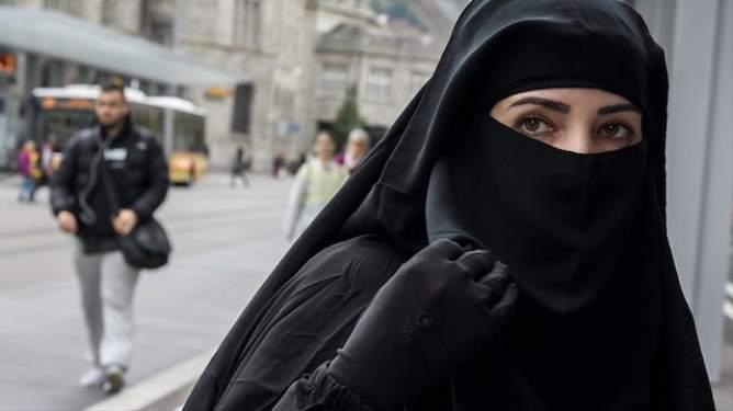 Hollanda Burka Yasağında Geri Adım Attı