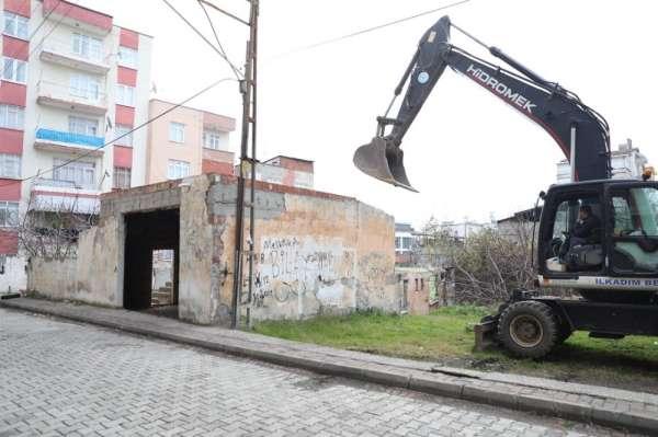 İlkadım'daki metruk binalar yıkılıyor