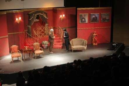 Ünlü tiyatrocu Behzat Uygur: 'Tiyatronun bir araç olarak kullanılması beni rahat