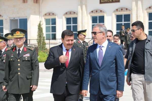 Milli Savunma Bakanı Akar, 3'üncü Ordu Komutanlığı'nda ki devir teslim törenine