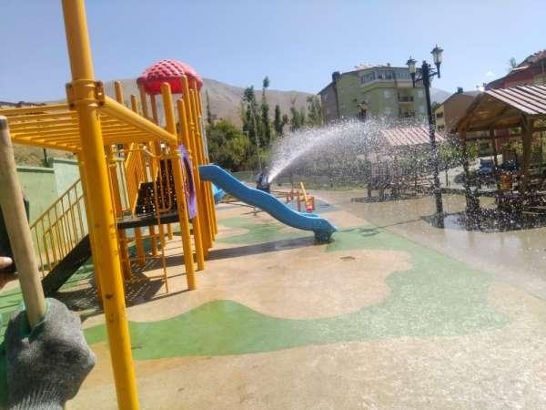 15 Temmuz parkı tazyikli suyla yıkandı