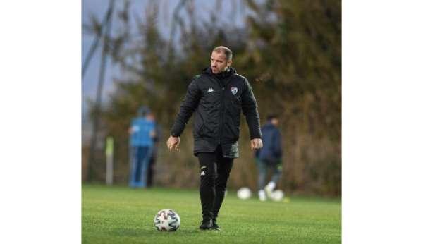 Bursaspor Teknik Direktörü Mustafa Er kadro kurmakta zorlanıyor