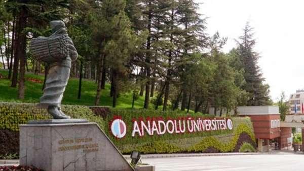 Anadolu Üniversitesi aday öğrencilerle bir araya gelmeye devam ediyor