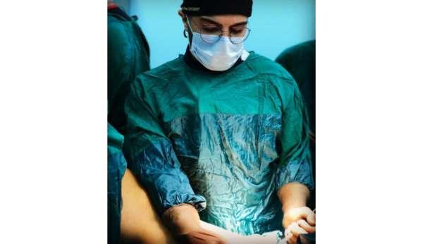 Hastanede kendisini uyaran doktoru bıçakladı