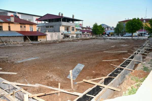 Tufanbeyliye iki yeni halı saha