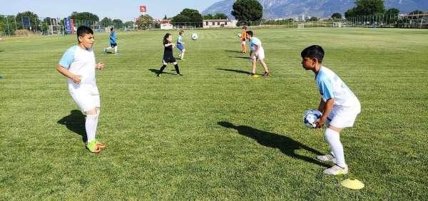 Yunusemre Belediyespor futbol altyapısı antrenmanlara başladı