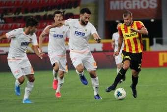 Süper Lig: Göztepe: 1 - Aytemiz Alanyaspor: 2 (İlk yarı)