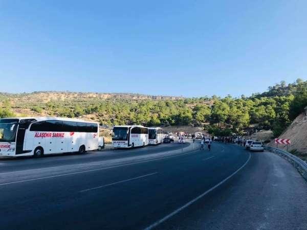 Mersinde askerleri taşıyan otobüs devrildi: 5 şehit, 27 yaralı