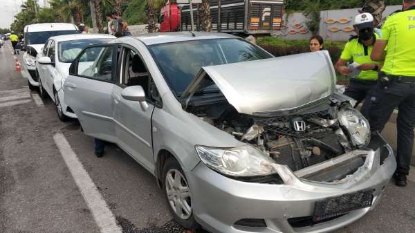 Samsunda 4 aracın karıştığı zincirleme kazada 1 polis yaralandı
