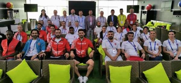 Bakan Kasapoğlu milli atletleri arayarak moral verdi