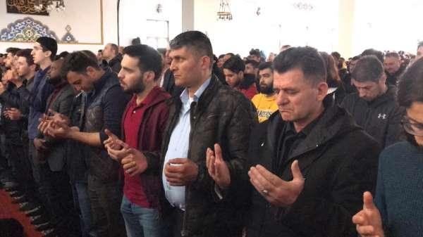 İdlib'te şehit olan 33 asker için Sakarya'da gıyabi cenaze namazı kılındı