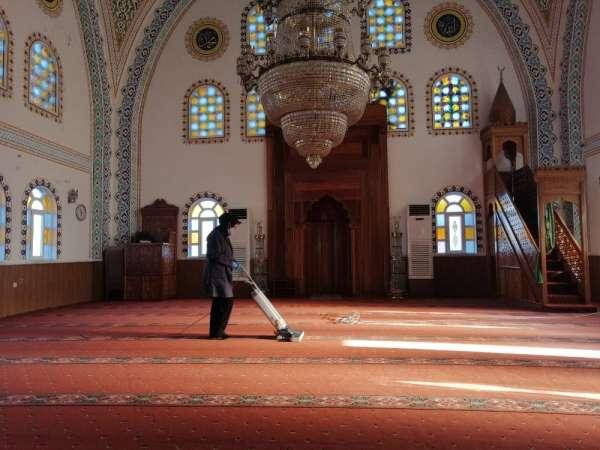 Altınordu'da camiler cumaya hazırlanıyor