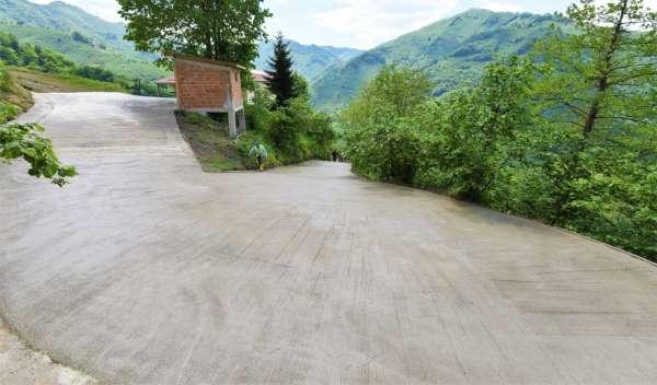 Altınorduda beton yol seferberliği sürüyor
