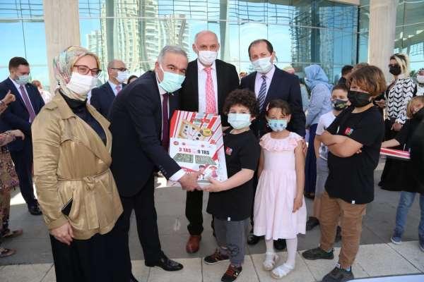 Azerbaycanlı şehit ve gazi ailelerinin çocukları için Hediye Karavanı başkentten uğurlandı