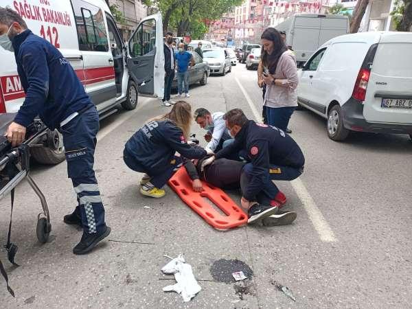 Kamyonet ile motosikletin karıştığı kazada 1 kişi yaralandı