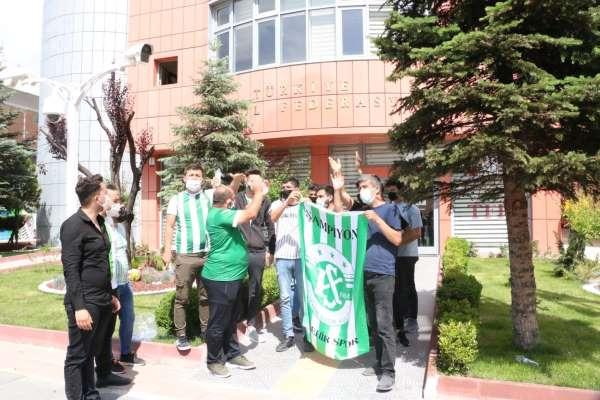Kırşehir Belediyespor taraftarları, TFF önünde eylem yaptı