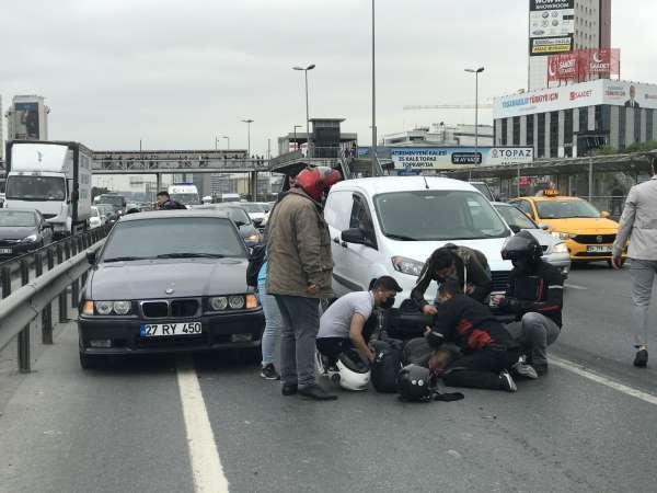 Cevizlibağda feci kaza, motosikletli ağır yaralandı