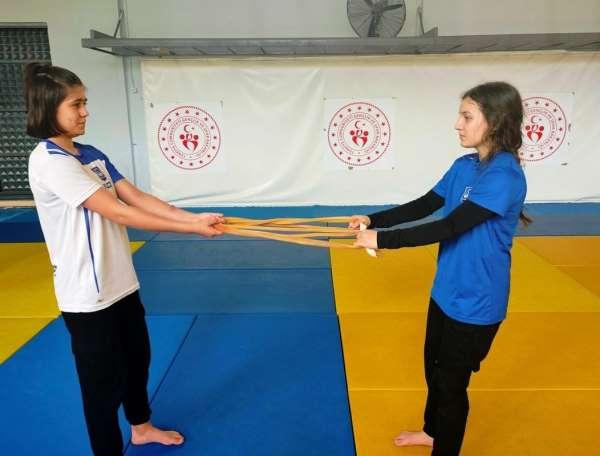 Yunusemreli milli judocular tempo düşürmüyor