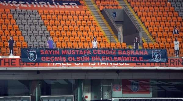 Başakşehir'den Başkan Mustafa Cengiz için pankart